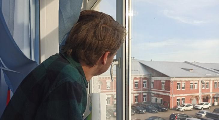 В Ярославле больной ковидом пациент сбежал из госпиталя через окно