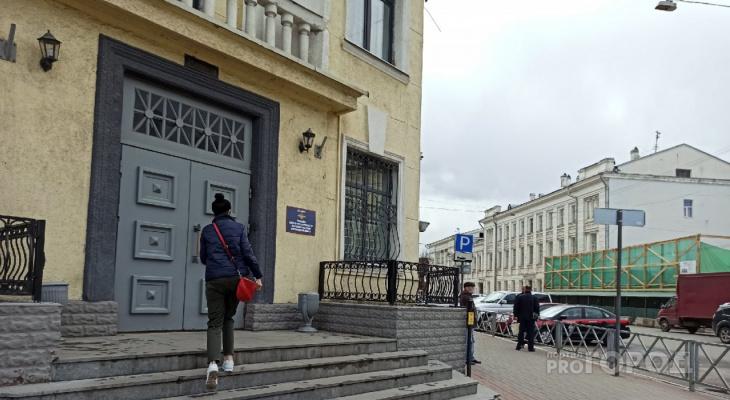 Выпал с шестого этажа: из-за жестокого обращения с малышом в Ярославле возбудили дело