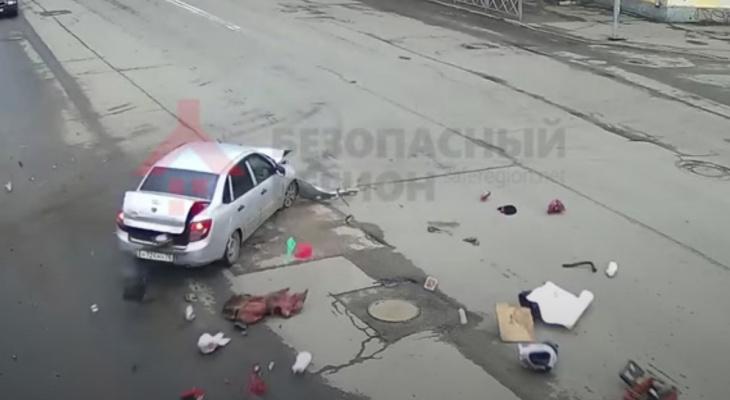 Из багажника высыпались вещи: видео жуткого ДТП на Толбухина с двумя жертвами