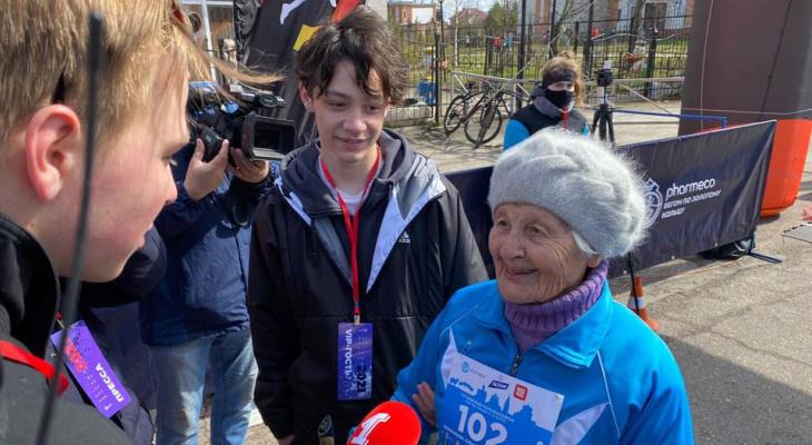 """Самая старая бегунья по прозвищу """"Ураган"""" совершила новый забег в 102 года"""