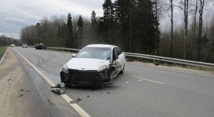 Водителя отбросило на пассажирское сиденье: в ДТП под Ярославлем пострадал мужчина