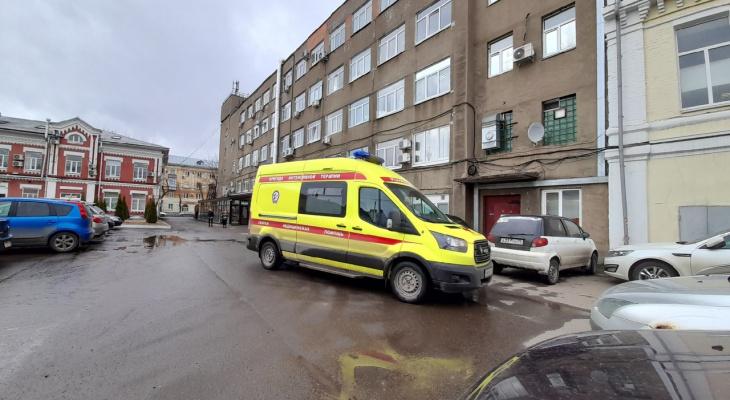 Переломанную увезли в больницу: в Ярославле молодая девушка покалечилась на электросамокате