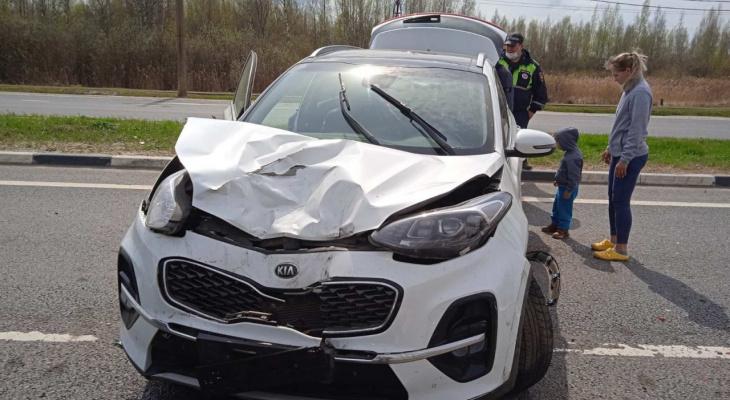 """""""Дети напуганы, у машины вырвало колеса"""": в Ярославле произошло ДТП с пятью авто"""