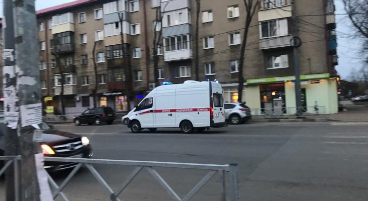 Выехала под машину: в Рыбинске шестилетнюю девочку сбила машина