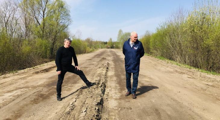 """""""Ездить можно только с содроганием"""": под Ярославлем разваливается дорога за 40 миллионов"""