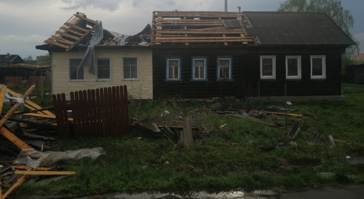 Смерч прошел по Ярославлю: сорвало крыши с 17 домов