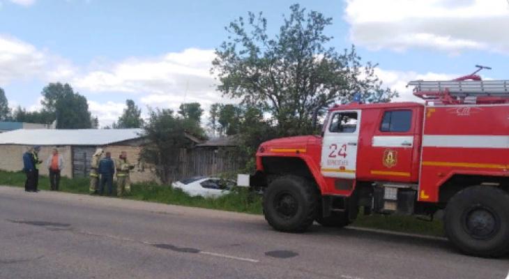 Покореженные авто окружила толпа: подробности массовой аварии под Ярославлем