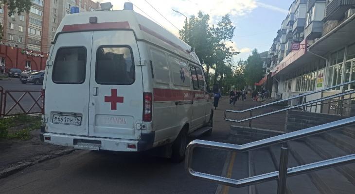 Из живота вытекала кровь: соседские разборки ярославцев довели до врачей