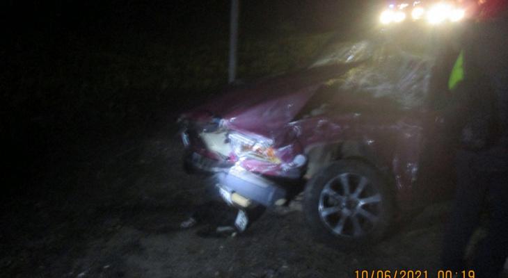 Спасатели окружили раскуроченный авто: подробности аварии под Ярославлем