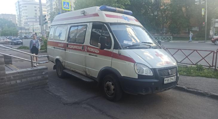У коронавирусного госпиталя в Ярославле выстроилась очередь из скорых