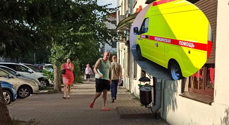Нападение на скорую в Ярославле: друзья тащили в машину сопротивляющегося пациента