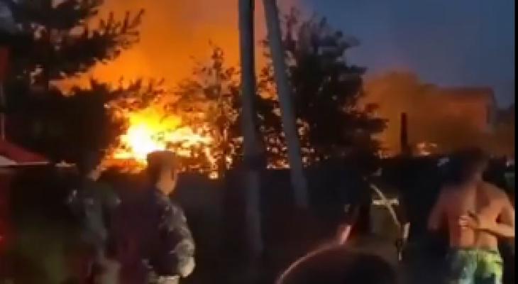 Громкий взрыв и огромное пламя: что полыхает в Ярославле. Видео