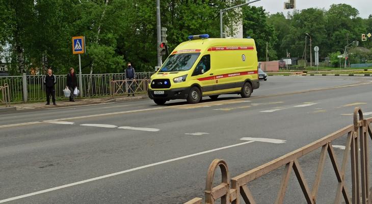 Водителя доставали из раскуроченного авто: подробности аварии под Ярославлем